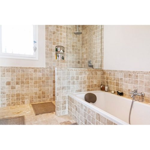 salle de bain en carrelage 10x10 cm